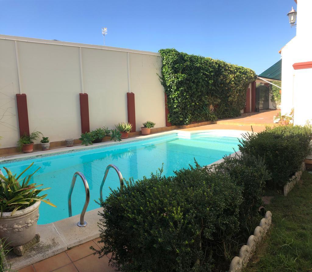 ¡Espectacular chalet de 4 habitaciones y piscina en el corazón de La Jara!